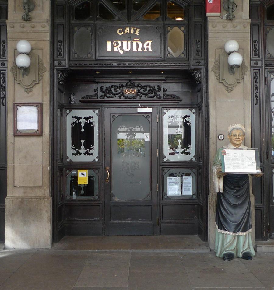 El Café Iruña recibe el homenaje de la Cámara de Comercio al ser una empresa centenaria